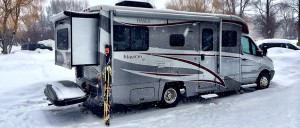 winter-camping-skiing